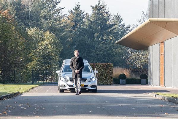 Uitvaartverzorger-door-Peter-Vermeer